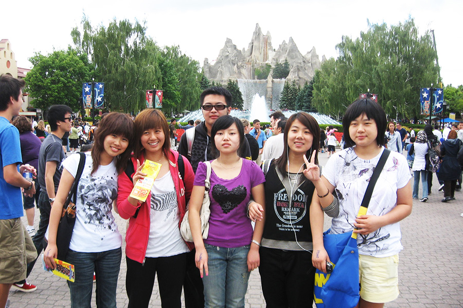 YUELI students at Canada's Wonderland Amusement Park