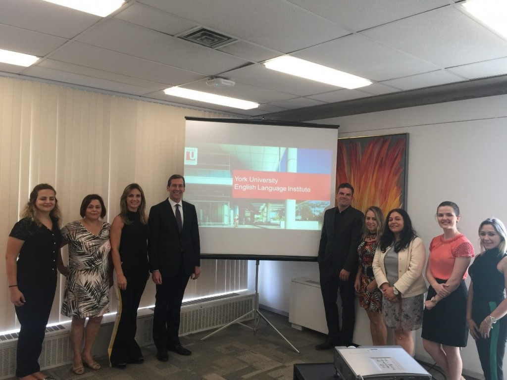 Representatives of the Paraná Speaks English and YUELI management team
